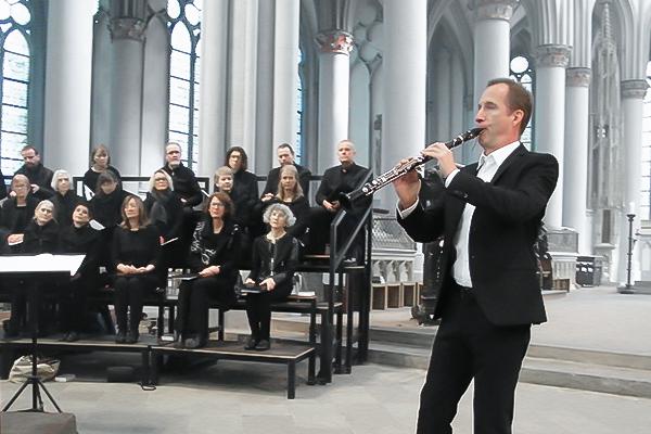 Reinald Noisten vor Chor